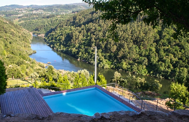 520ad5ce0ef49-vacation-rentals_house-on-the-river_porto-portugal_ext2