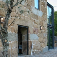 520ad5d0d9d8e-vacation-rentals_house-on-the-river_porto-portugal_ext3