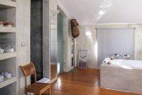 52b37ac5b4c50-modern_vacation_rentals_obidos_portugal_69514_int14
